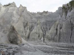 PINATUBO OFFROAD LAHAR TRAILS- MOUNTAIN BIKERS-MOTORCYCLE RIDERS